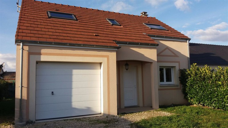Location montargis proche gare pavillon comprenant au for Garage a louer montargis